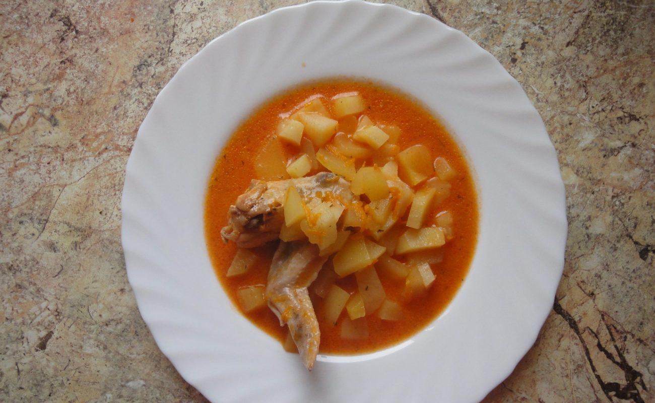 Куриные крылья с картофелем в мультиварке