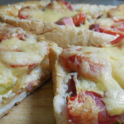 Пицца для ленивых – пицца в батоне - рецепт с фото