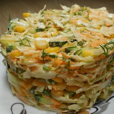 Быстрый, вкусный и красивый салат с капустой и овощами - рецепт с фото