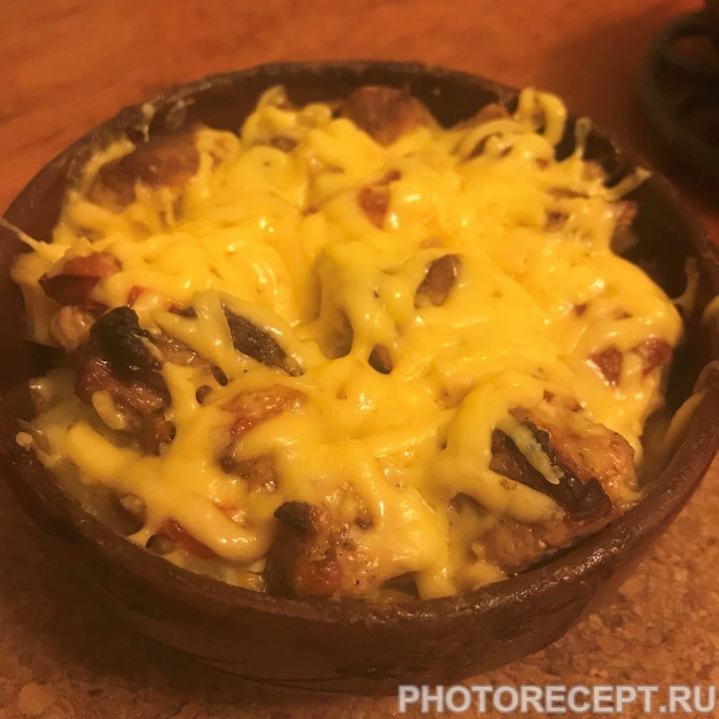 Фото рецепта - Картошка запеченная с грибами и мясом в горшочках - шаг 6