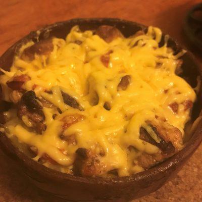 Картошка запеченная с грибами и мясом в горшочках - рецепт с фото
