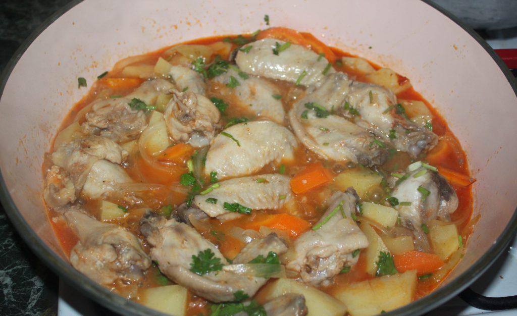 Фото рецепта - Куриные крылышки с овощами - шаг 4