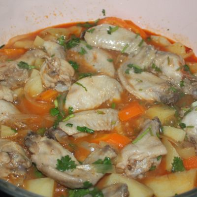 Куриные крылышки с овощами - рецепт с фото