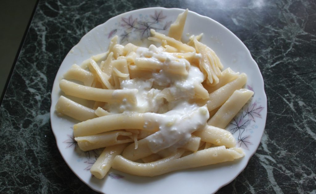 Фото рецепта - Дудочки с чесночным соусом - шаг 3