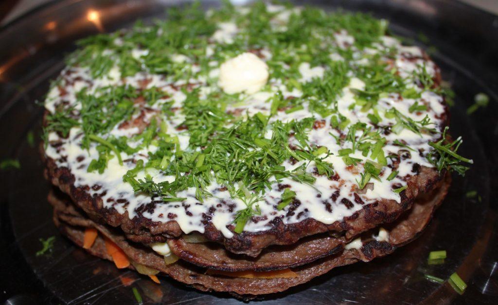 Фото рецепта - Печеночный торт из говяжьей печени - шаг 5