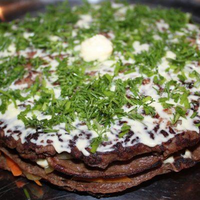 Печеночный торт из говяжьей печени - рецепт с фото