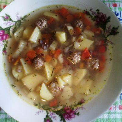 Густой осенний суп с фрикадельками и красным рисом - рецепт с фото