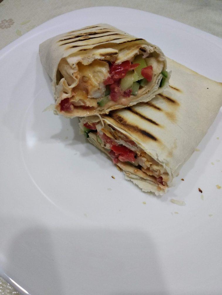 Фото рецепта - Лаваш с курицей и овощами - шаг 5