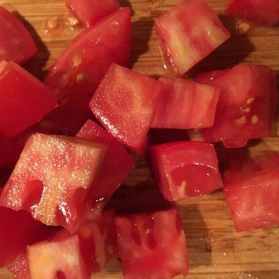 Фото рецепта - Рисовый салат с яйцом, помидором и сыром фета - шаг 1