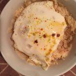 Рисовый салат с яйцом, помидором и сыром фета