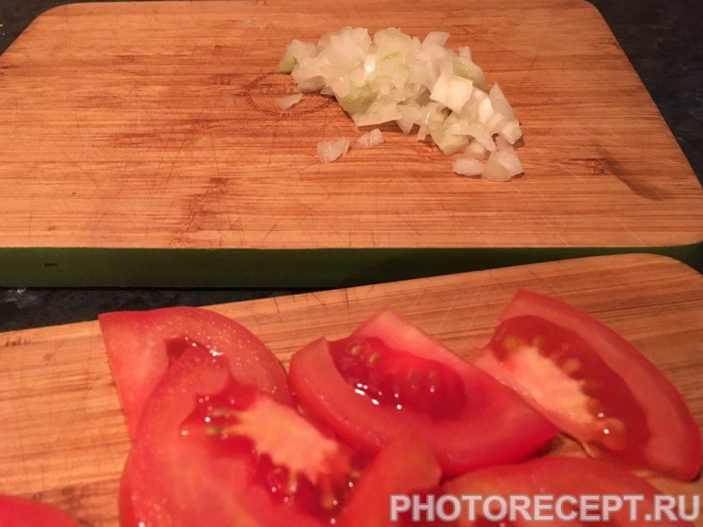 Фото рецепта - Яичница с сыром фета, помидорами - шаг 1