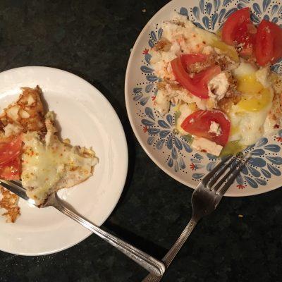 Фото рецепта - Яичница с сыром фета, помидорами - шаг 4