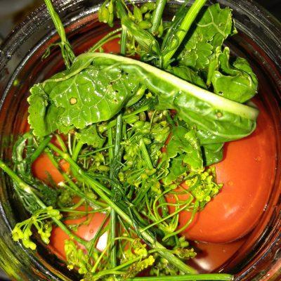Фото рецепта - Маринованные помидоры с тархуном - шаг 3