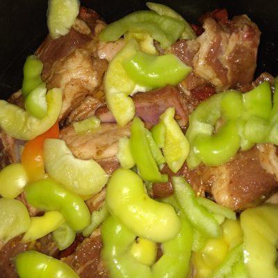Фото рецепта - Свиные ребра в мультиварке с соусом из овощей - шаг 3