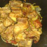 Фото рецепта - Свиные ребра в мультиварке с соусом из овощей - шаг 4