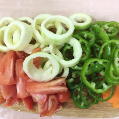 Фото рецепта - Обалденно вкусная курочка с овощами в духовке - шаг 3