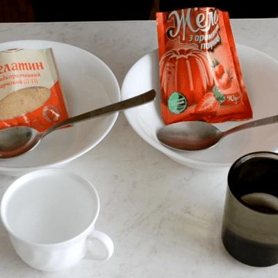 Фото рецепта - Творожно-желейный торт с клубникой - шаг 2