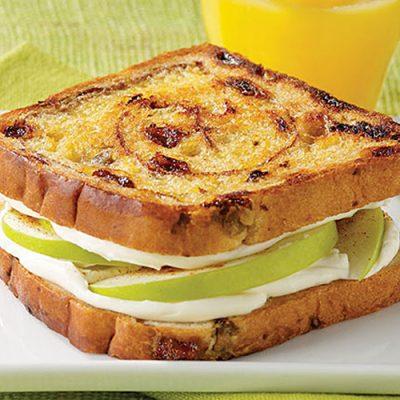 Бутерброд с яблоком и сливочным сыром - рецепт с фото
