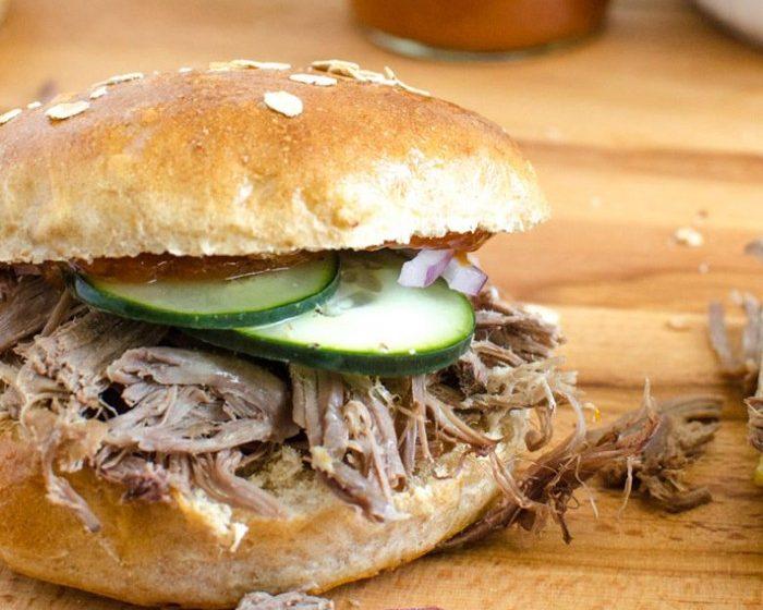 Бутерброды со свининой и овощами