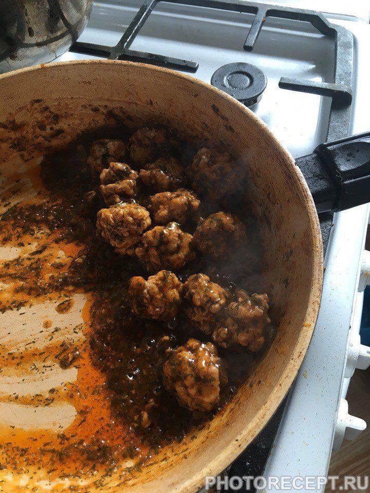 Фото рецепта - Спагетти с фрикадельками и томатной пастой - шаг 4