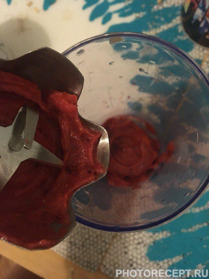 Фото рецепта - Бананово-ягодный смузи - шаг 2