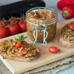Икра из баклажан с помидорами и перцем