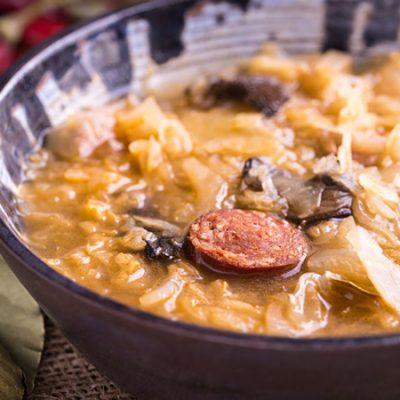 Капустняк (щи) из квашеной капусты с грибами - рецепт с фото