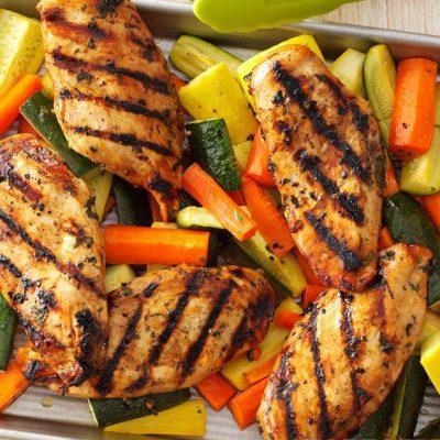 Курица-гриль, маринованная в яблочном соусе с овощами - рецепт с фото