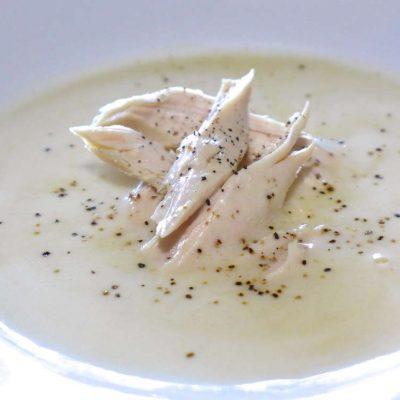 Лимонный греческий суп с курицей и взбитыми яйцами - рецепт с фото