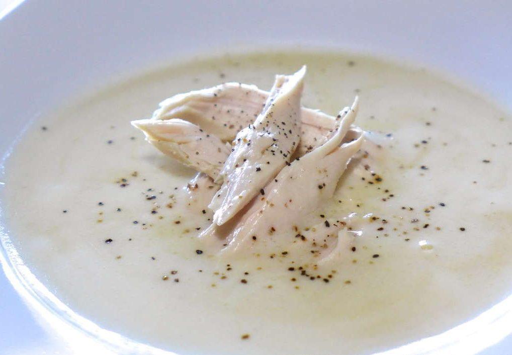 Лимонный греческий суп с курицей и взбитыми яйцами