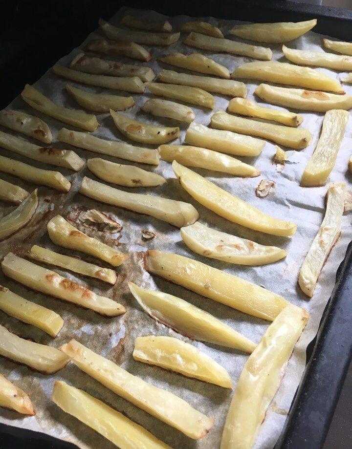 Запеченные картофельные брусочки