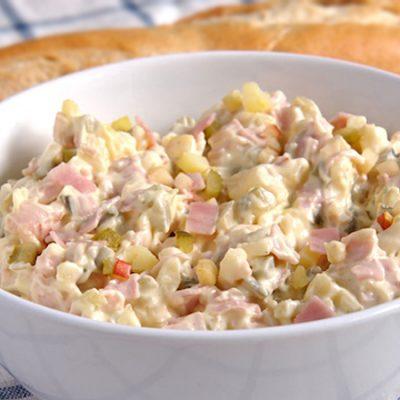 Мясной салат «Влашский» с картофелем, огурцами, яйцами и яблоком - рецепт с фото