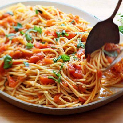 Паста с пряными травами и помидорами по-итальянски - рецепт с фото