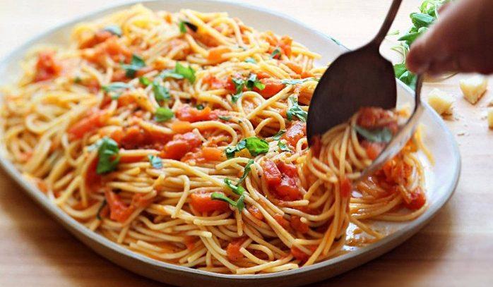 Паста с пряными травами и помидорами по-итальянски