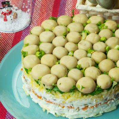 """Салат """"Грибная поляна"""" с курицей и овощами - рецепт с фото"""