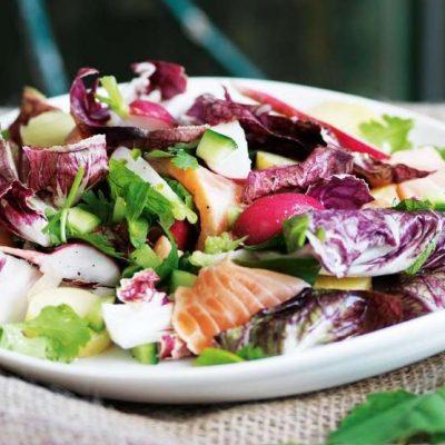 Салат из красной рыбы с овощами - рецепт с фото