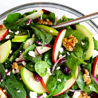 Салат из шпината с яблоками и фетой - рецепт с фото