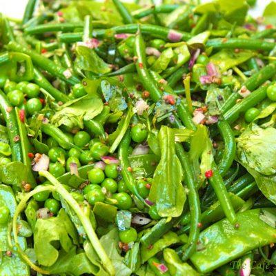 Салат из стручковой фасоли с зеленым горошком и шпинатом - рецепт с фото