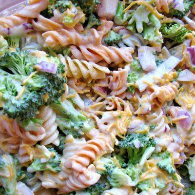 Салат с брокколи, сыром и макаронами - рецепт с фото