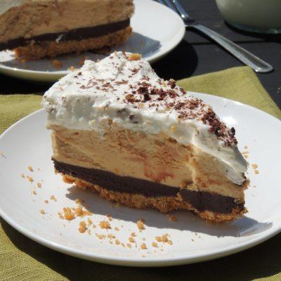 Шоколадный трюфельный торт с арахисовой пастой, без выпечки - рецепт с фото