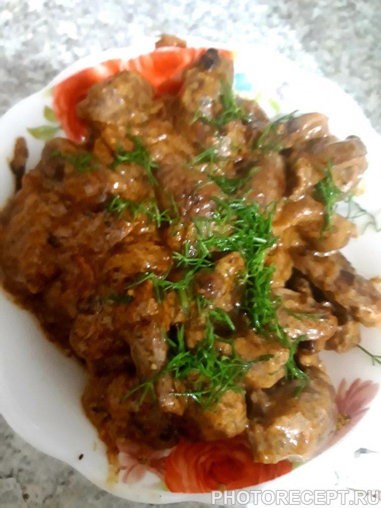 Фото рецепта - Куриные сердечки тушенные со сметаной и луком - шаг 5