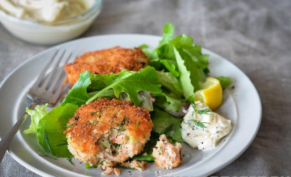 Закуска – крокеты картофельные с зеленью и лососем
