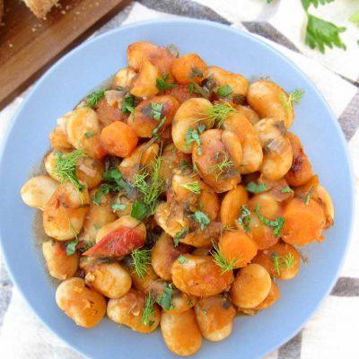 Запеченная фасоль с томатами в соусе - рецепт с фото