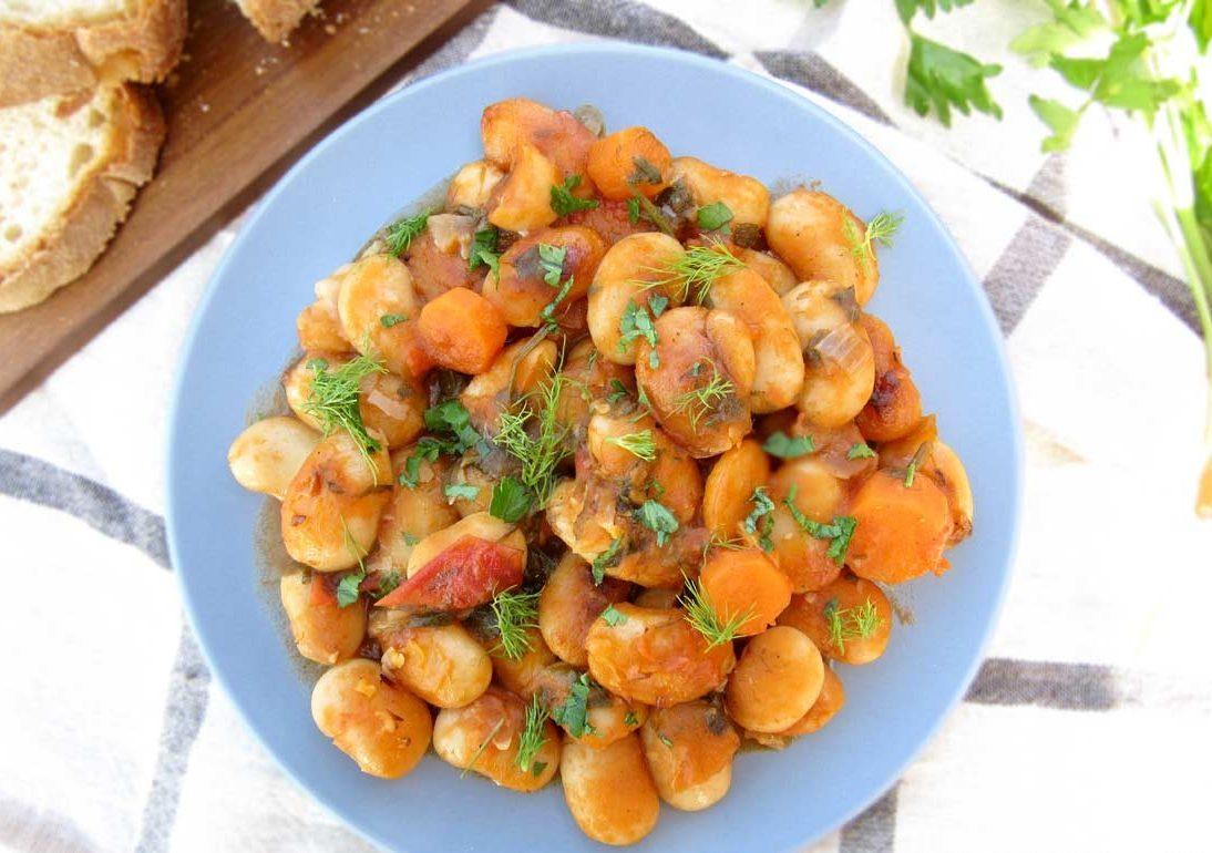 Запеченная фасоль с томатами в соусе