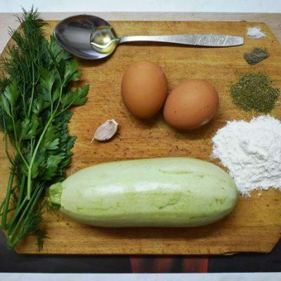 Фото рецепта - Хитрые драники из кабачка - шаг 1