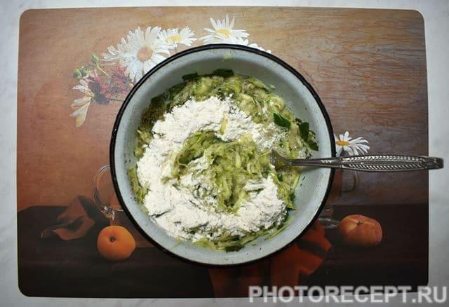 Фото рецепта - Хитрые драники из кабачка - шаг 3