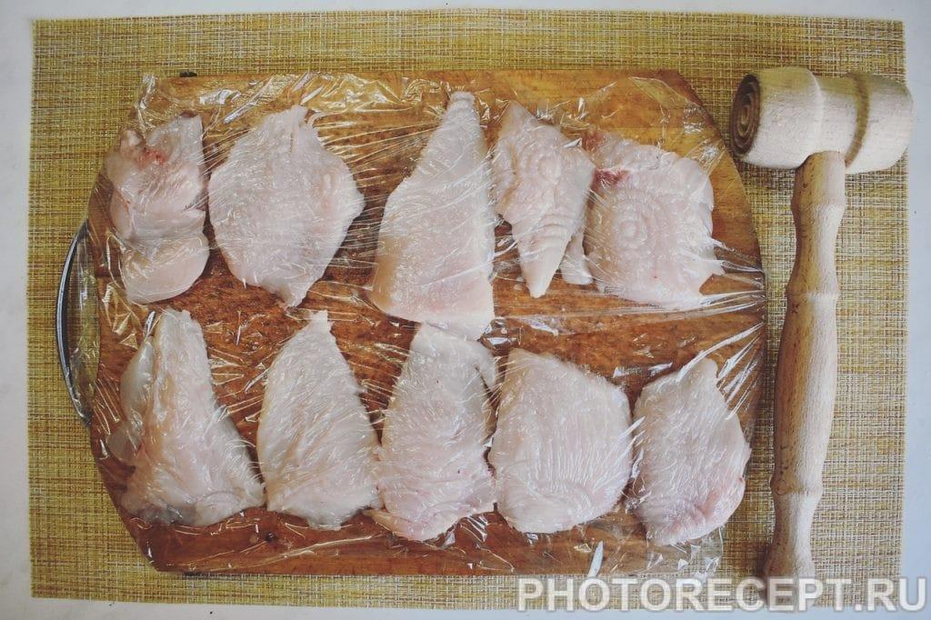 Фото рецепта - Сочная куриная грудка с ананасом и сыром - шаг 2