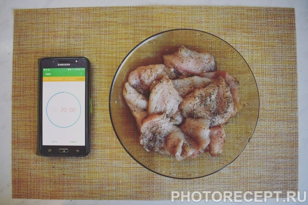 Фото рецепта - Сочная куриная грудка с ананасом и сыром - шаг 3