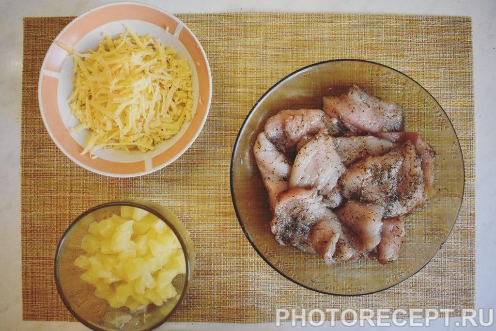 Фото рецепта - Сочная куриная грудка с ананасом и сыром - шаг 4
