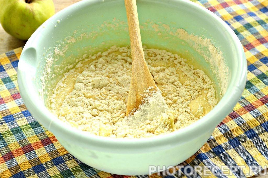 Фото рецепта - Яблочная шарлотка со сгущенным молоком - шаг 1